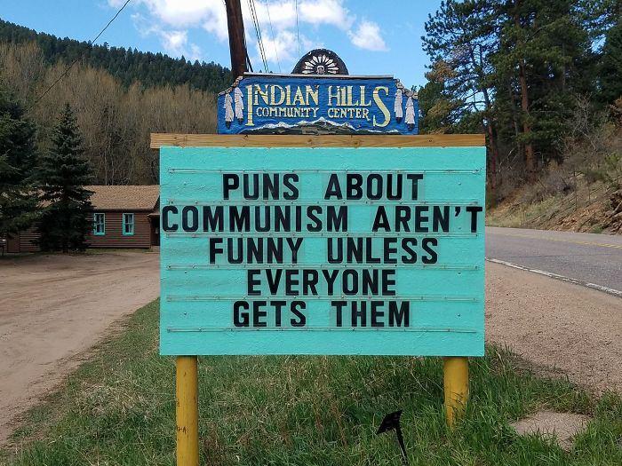 Il y a quelqu'un dans cette ville qui affiche les panneaux les plus drôles, et les jeux de mots sont brillants (15 images)