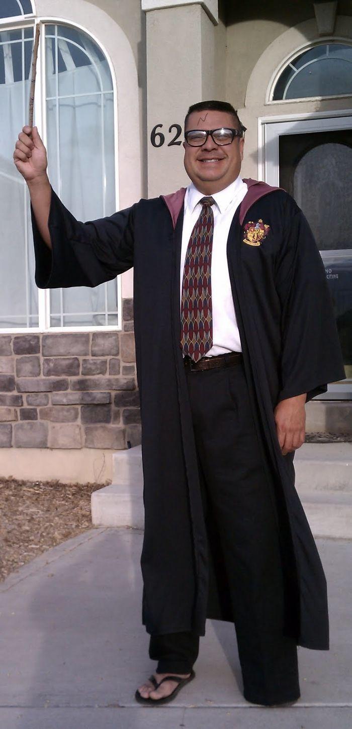 Un fils gêné a demandé à son père de ne pas lui envoyer la main devant le bus scolaire, mais l'a regretté pour les 170 jours d'école suivants