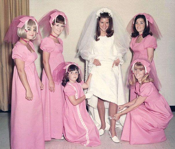 22 anciennes robes ridicules de demoiselles d'honneur qui montrent à quel point les temps ont changé
