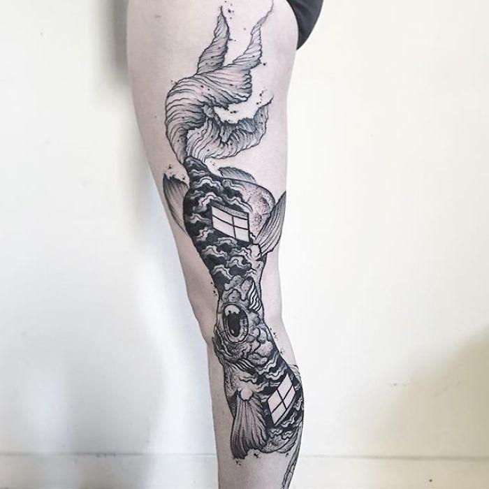 12 tatouages brillants qui révèlent toute leur splendeur seulement lorsque vous étendez le bras ou la jambe