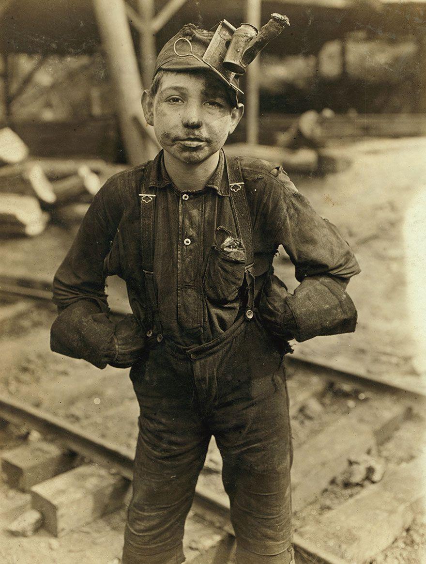 Ces images horribles des années 1900 montrent les difficultés auxquelles étaient confrontés les enfants qui travaillaient avant que le travail des enfants ne soit aboli