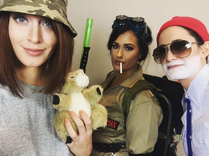 Chaque année, ces amies se déguisent en une différente version de la même célébrité et leurs costumes sont de mieux en mieux