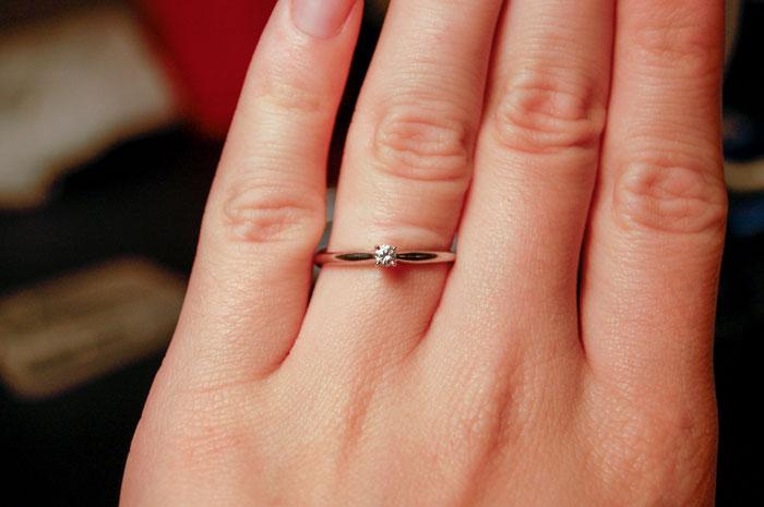 Cette femme a humilié son fiancé après avoir découvert combien sa bague avait coûté