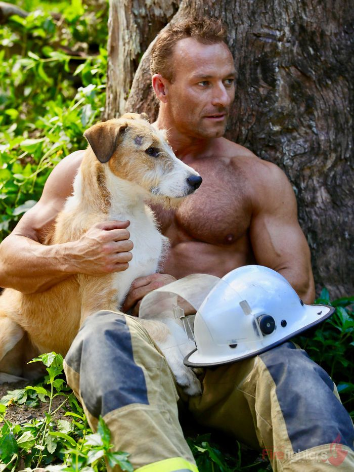 Des pompiers australiens posent avec des animaux pour le calendrier de charité 2019 et les photos sont si chaudes qu'elles pourraient mettre le feu