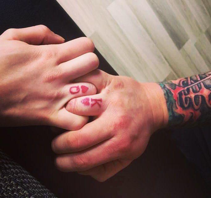 22 couples qui ont renoncé à leurs bagues de fiançailles pour des tatouages