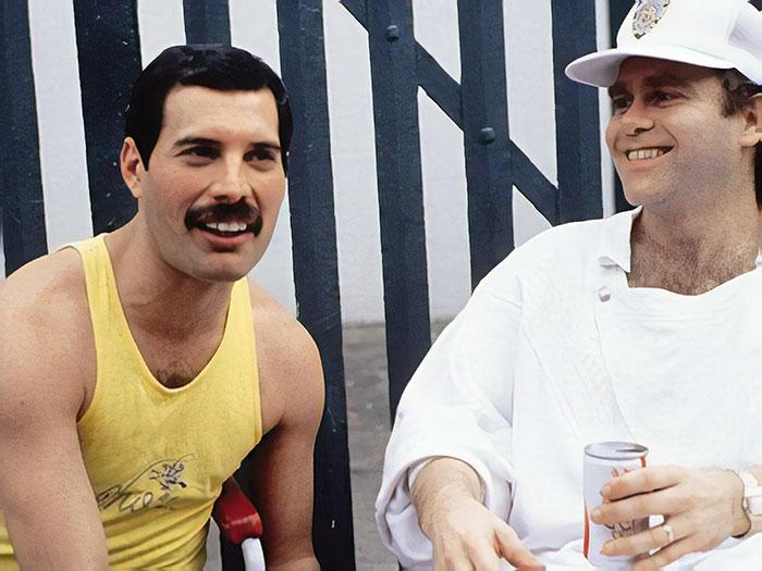 Elton John a partagé une histoire des derniers jours de Freddie Mercury et elle pourrait vous faire pleurer