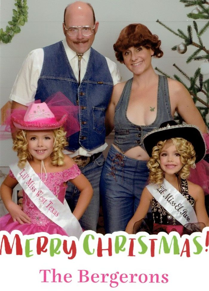 Cette famille envoie les cartes de Noël les plus embarrassantes depuis 16 ans et c'est trop drôle