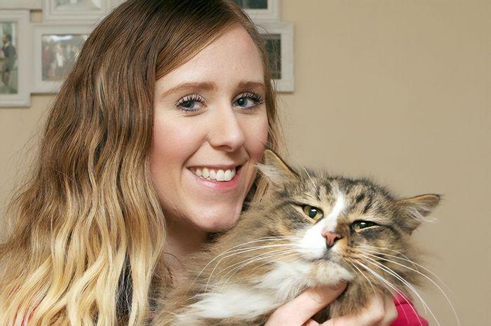 Après 14 mois, une propriétaire retrouve son chat deux fois plus gros qu'il était… il vivait dans une usine de nourriture pour animaux de compagnie