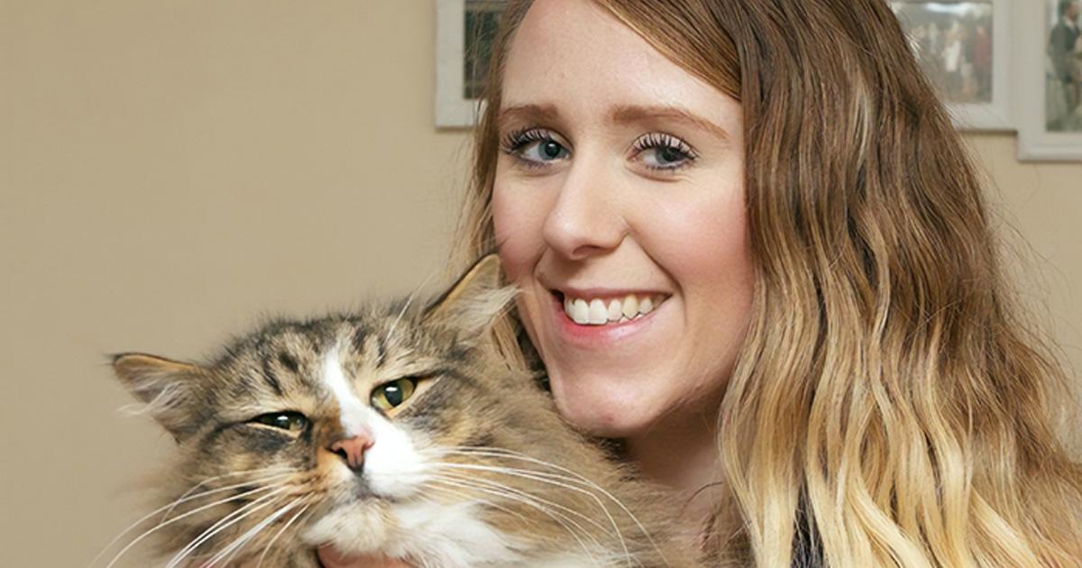 apr s 14 mois une propri taire retrouve son chat deux fois plus gros qu il tait il vivait. Black Bedroom Furniture Sets. Home Design Ideas