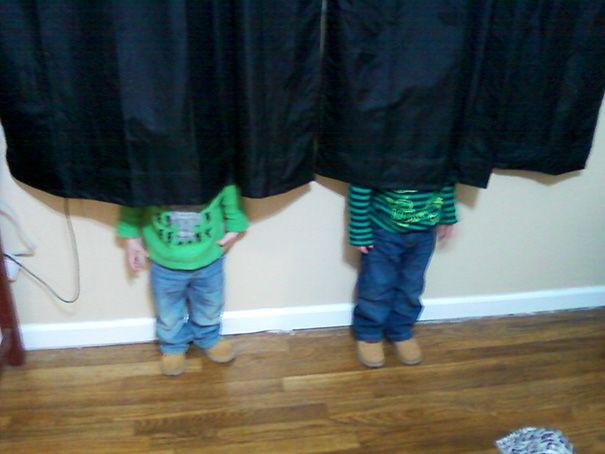 33 enfants qui sont des maîtres de cache-cache