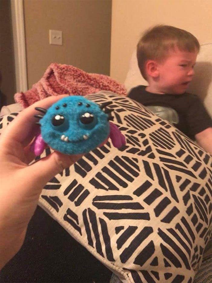 Une mère a regretté d'avoir acheté à son enfant un jouet en forme d'araignée activé par les cris sur Amazon après avoir appris son fonctionnement