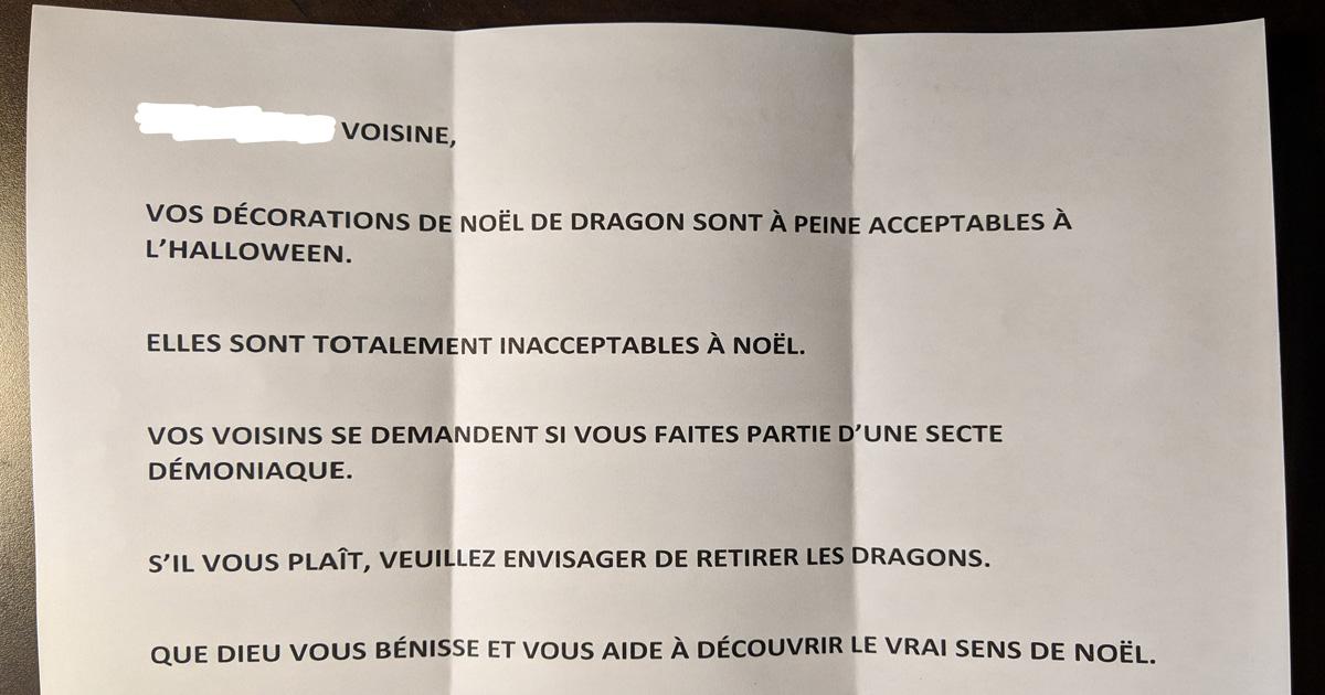 Des voisins ont dit que les décorations de Noël de dragon de cette femme étaient inacceptables, alors elle les a «réparées»