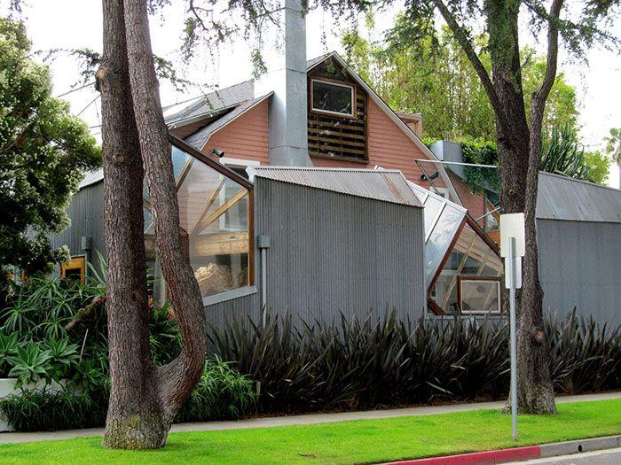 Ces 21 bâtiments par l'architecte Frank Gehry existent réellement et semblent tout droit sortis d'un film de science-fiction