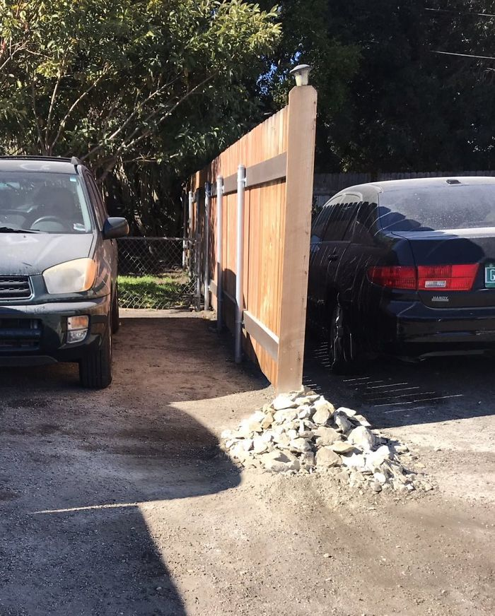 Cette géologue a pris sa revanche sur un voisin saoul qui a bloqué sa voiture avec une immense roche