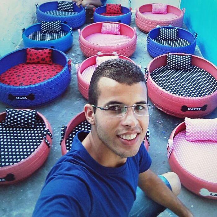 Cet artiste brésilien utilise les pneus usés que des gens jettent dans la rue pour créer des lits pour les animaux