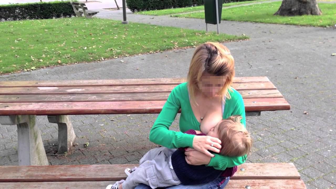 Une femme s'est plainte d'une mère qui allaitait en disant qu'elle «distrayait» son mari alors elle l'a aspergée de lait avec son sein