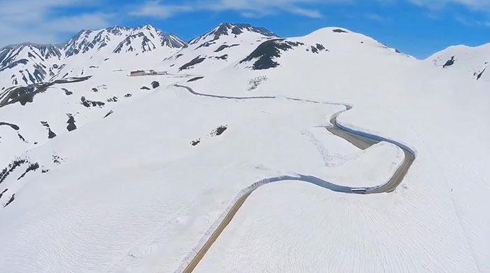 Bienvenue sur «le toit du Japon», la route la plus enneigée du monde