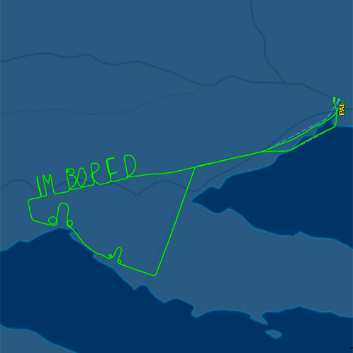 Ce pilote s'ennuyait tellement lors d'un vol d'essai de 2 heures qu'il l'a écrit dans le ciel