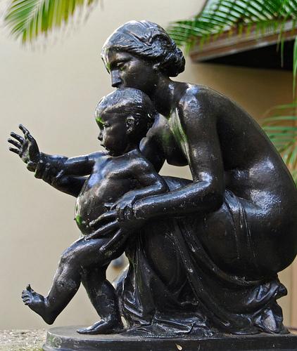 16 magnifiques sculptures du monde entier faites avec amour pour les mères