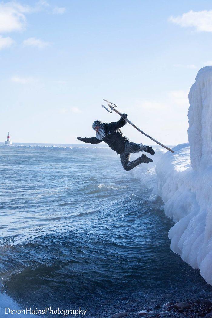 Ces surfeurs ont appris de façon brutale ce qui arrive quand tu fais du surf pendant un vortex polaire (18 photos) By Ipnoze.com Surf-hiver-vortex-polaire-devon-hains-photography-lac-superieur-michigan-003