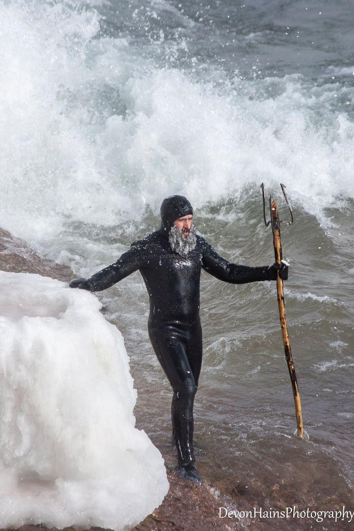 Ces surfeurs ont appris de façon brutale ce qui arrive quand tu fais du surf pendant un vortex polaire (18 photos) By Ipnoze.com Surf-hiver-vortex-polaire-devon-hains-photography-lac-superieur-michigan-004
