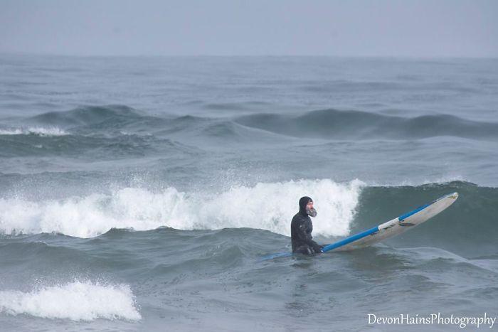 Ces surfeurs ont appris de façon brutale ce qui arrive quand tu fais du surf pendant un vortex polaire (18 photos) By Ipnoze.com Surf-hiver-vortex-polaire-devon-hains-photography-lac-superieur-michigan-015