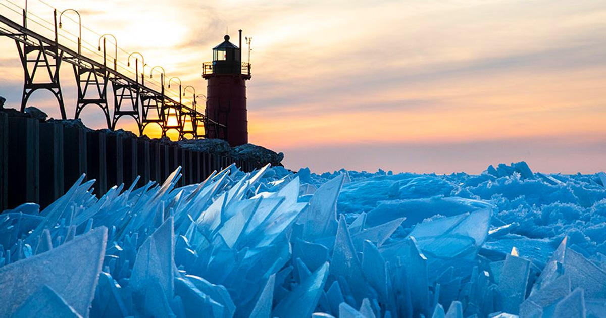 Le lac Michigan gelé s'est fracassé en millions de morceaux et a produit des images surréalistes (13 images)