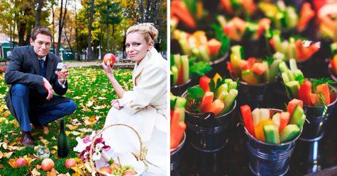 Au lieu de servir de la nourriture végétalienne à son mariage, ce couple a interdit à sa famille et ses amis mangeurs de viande d'y assister