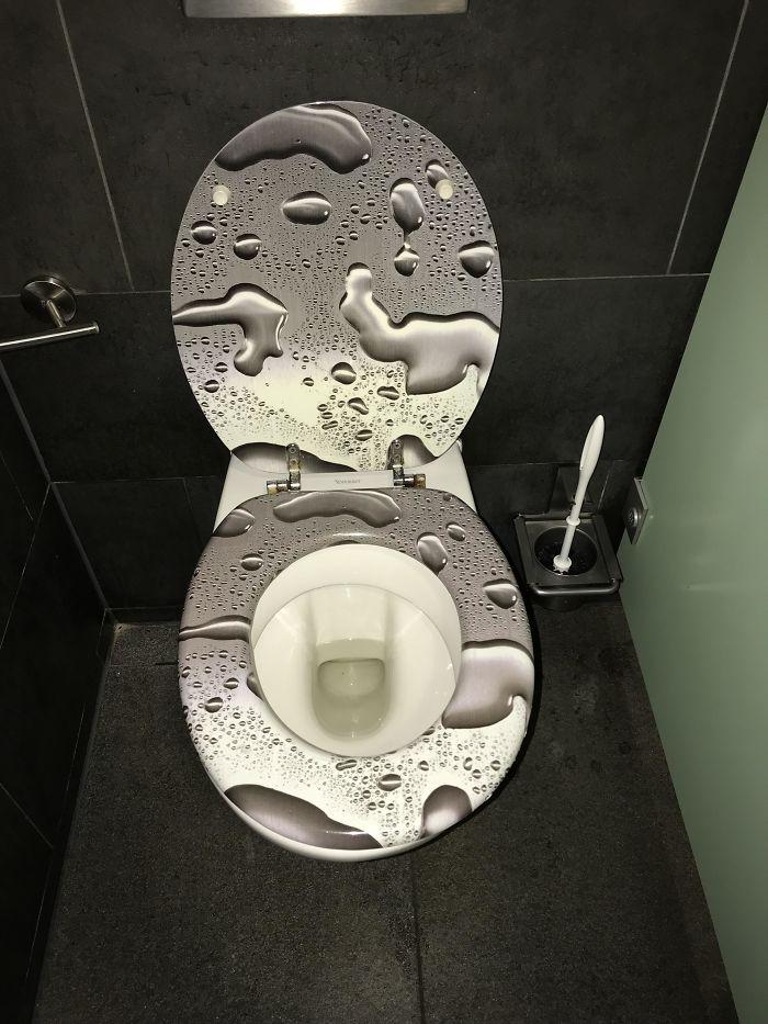 22 toilettes de l'enfer construites par des gens qui n'en ont probablement jamais utilisé une