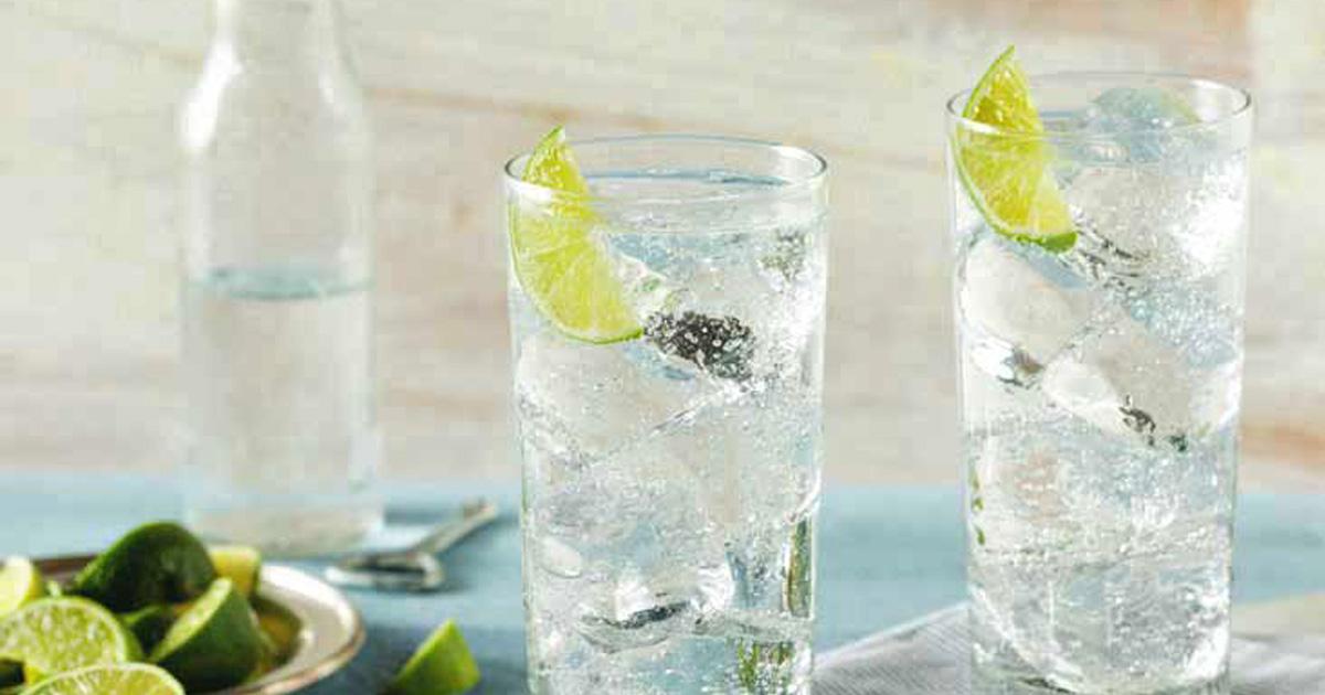 Boire de l'eau gazeuse fait grossir, selon la science