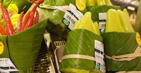 Ces supermarchés asiatiques ont recommencé à utiliser des feuilles au lieu du plastique
