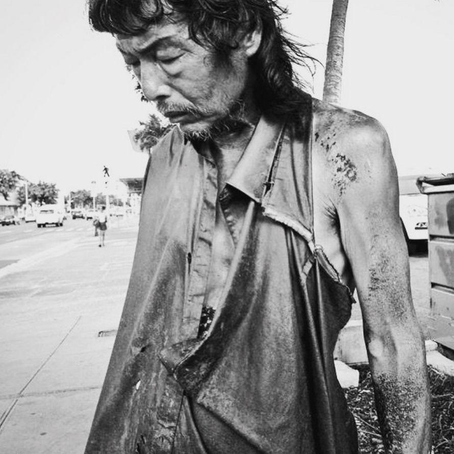 Une photographe prenait des photos d'un homme sans-abri et elle a réalisé que c'était son père perdu depuis longtemps