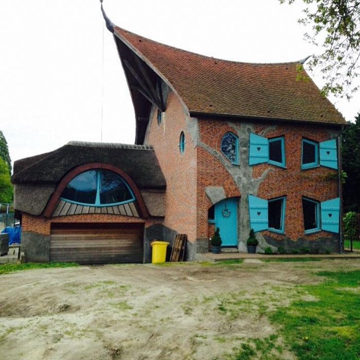 Un Belge documente les maisons laides qu'il voit et elles sont si affreuses que c'en est hilarant (23 images)