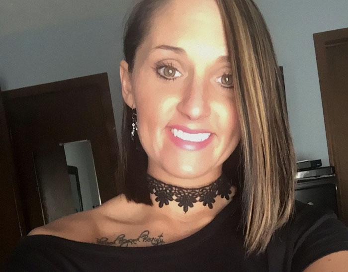 Cette mère a menacé de frapper les femmes qui allaitent et leurs bébés et cela a enragé les internautes et lui a fait perdre son emploi