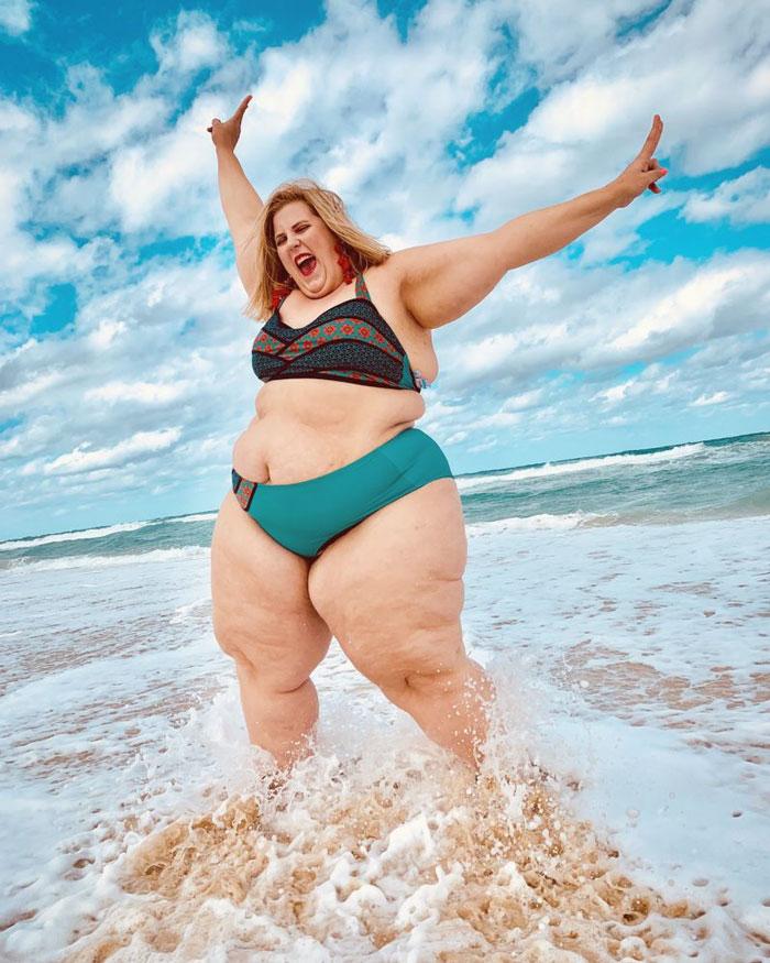 La nouvelle publicité de Gillette mettant en vedette une mannequin en bikini a suscité des réactions controversées