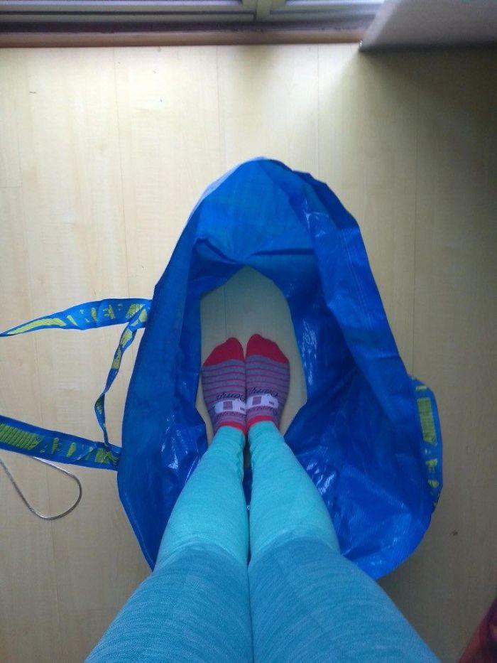 Cette future mariée a inventé une astuce à l'aide d'un sac IKEA pour faire pipi sans souci le jour de son mariage