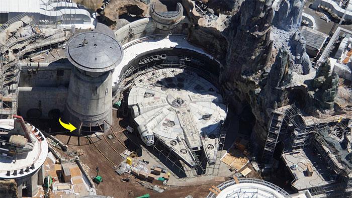 Au coût de 1 milliard $, Star Wars land est presque terminé et ces photos aériennes montrent à quel point ça a l'air fou