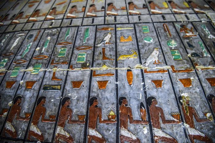 Des archéologues ont découvert une tombe de 4 000 ans en Égypte et on dirait qu'elle vient juste d'être peinte ! By Ipnoze.com Tombe-4000-ans-egypte-khuwy-003