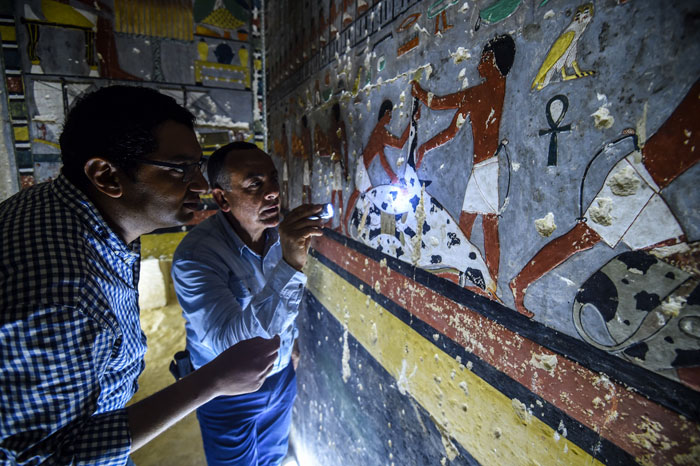Des archéologues ont découvert une tombe de 4 000 ans en Égypte et on dirait qu'elle vient juste d'être peinte ! By Ipnoze.com Tombe-4000-ans-egypte-khuwy-005