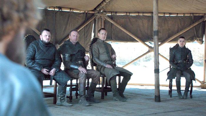 D'un gobelet de café à plusieurs bouteilles d'eau, Game of Thrones s'est fait prendre à échouer à nouveau