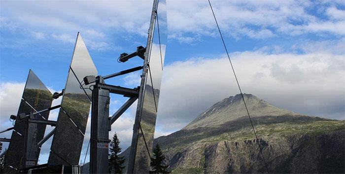 Cette ville n'a pas de soleil pendant 5 mois, alors elle a dépensé 5 millions de couronnes norvégiennes pour installer des miroirs dans les montagnes qui imitent la lumière du soleil