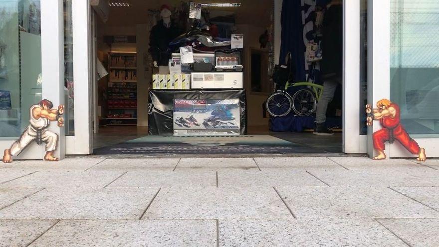 Un artiste «vandalise» les rues avec des oeuvres d'art pixélisées qui interagissent avec leur environnement (33 images)