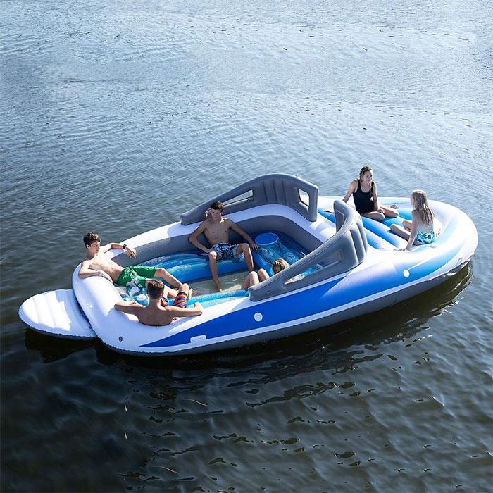 Ce bateau gonflable grandeur nature d'Amazon va te donner l'impression d'être millionnaire