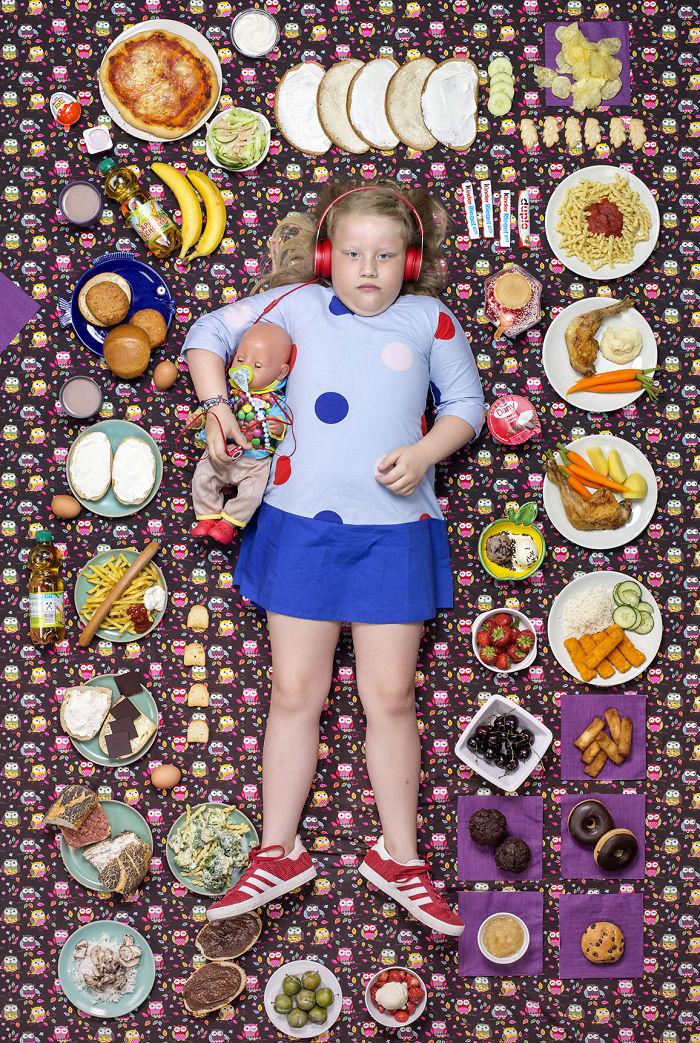 25 enfants du monde entier ont été photographiés avec ce qu'ils mangent en une semaine