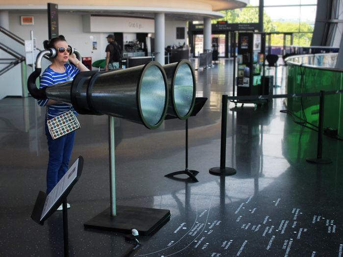 Ce mec a inventé des lunettes qui permettent aux petites personnes de voir le monde d'en haut (et 6 autres inventions)