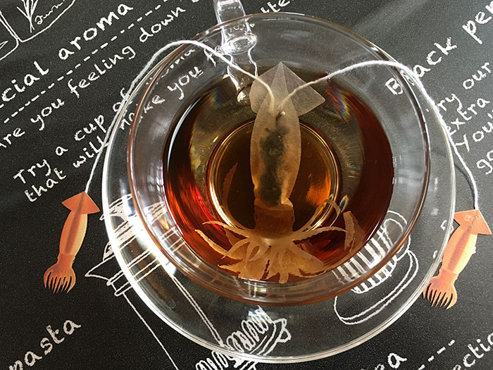 Cette société japonaise crée des sachets de thé de créatures marines qui «prennent vie» dans votre tasse