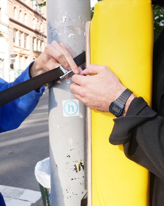 Les gens de New York peuvent désormais se défouler en frappant ces sacs installés un peu partout dans la ville