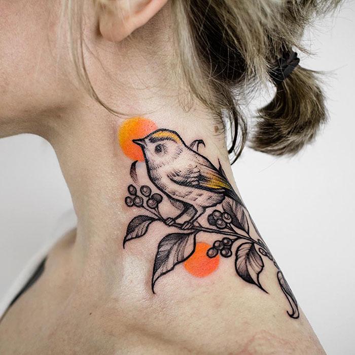 20 fois où des gens se sont fait tatouer le cou avec créativité