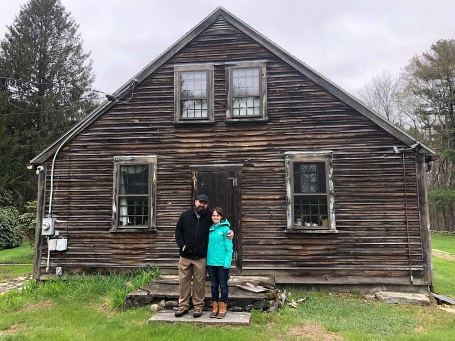 Ce couple a acheté la maison de Conjuring et des choses étranges n'arrêtent pas de se produire