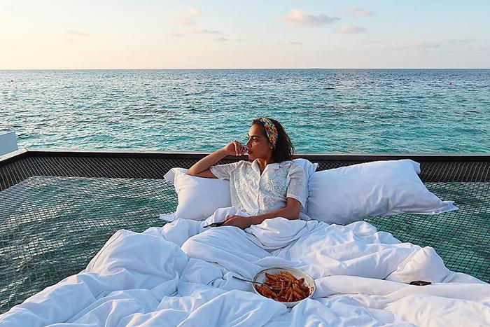 Cet hôtel vous offre la possibilité de dormir à la belle étoile au-dessus de l'océan pour 400$ la nuit sur un filet